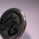 Pin Initialen - Pin schwarz coloriert